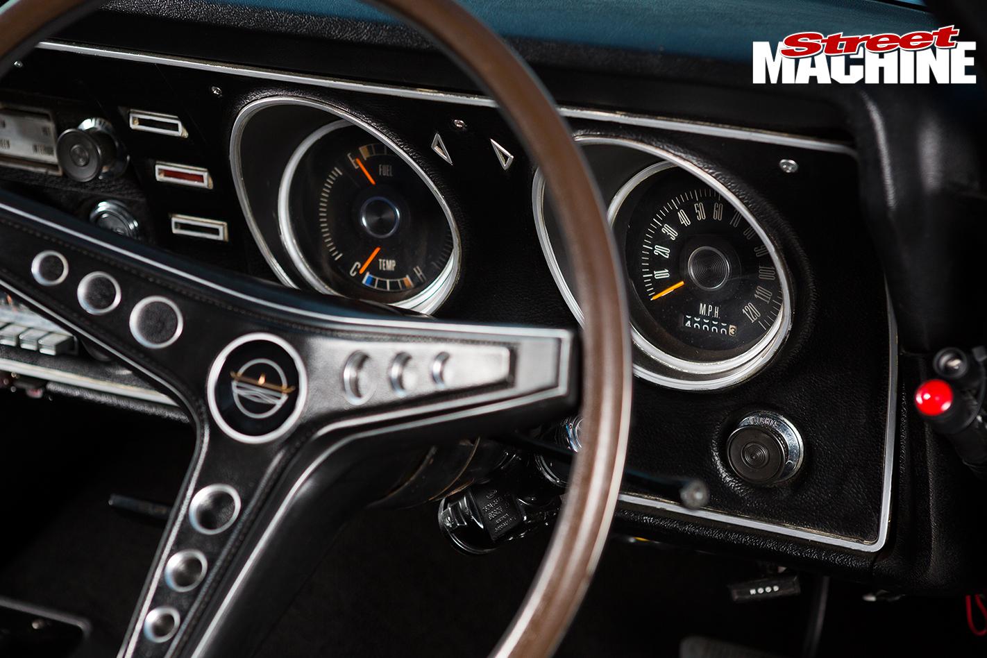 1970-Ford -XW-Falcon -dash -detail