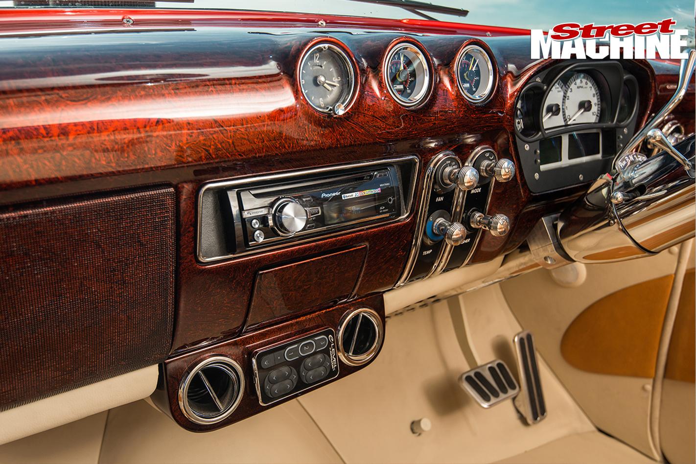 Ford -mainline -ute -old -skool -interior -dash