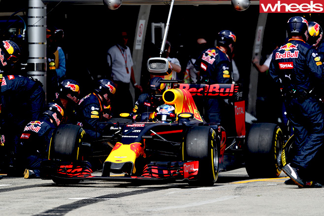 Ricciardo -red -bull -f 1-race -car