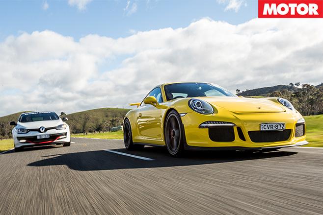 Porsche 911 GT3 vs Renault Megane Trophy-R driving
