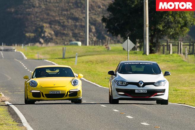 911 GT3 vs Megane Trophy-R driving front