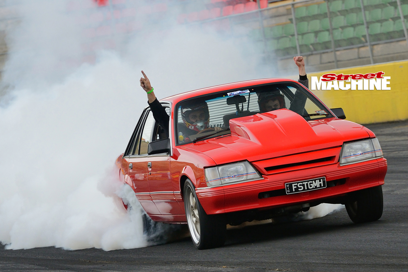 Holden -VK-Commodore -burnout