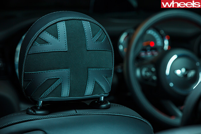 Mini -Cooper -S-convertible -union -jack -back -seat -headrest