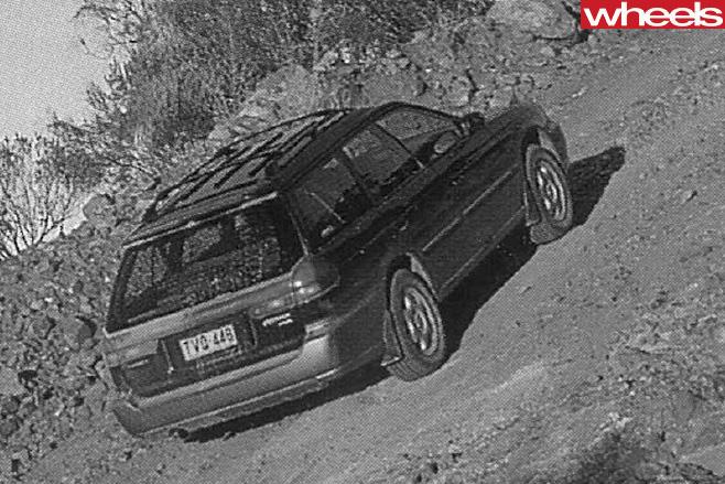 Subaru -Outback -climbing -Arkaroola -trail