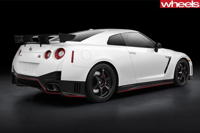 2016-Nissan -GT-R-Nismo -rear