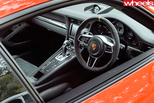 2016-Porsche -911-GT3-RS-orange -interior