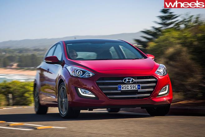 Hyundai -i 30-driving -front