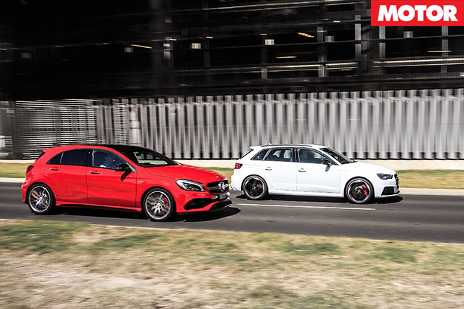Audi RS3 vs Mercedes -AMG A45 racing