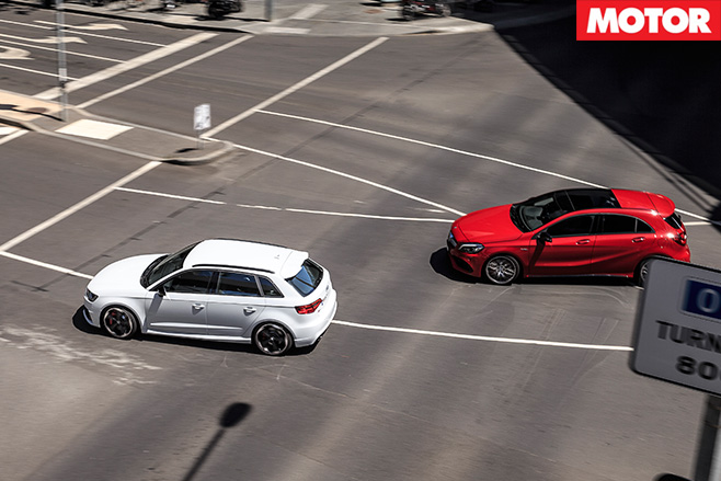 Audi RS3 vs Mercedes-AMG A45 city racing