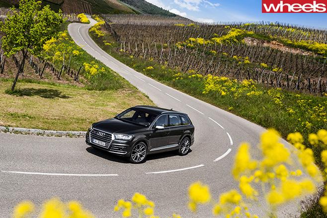 Audi -SQ7-top -side