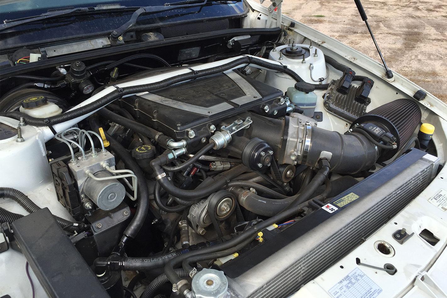 Toyota -Lexcen -V8-AWD-engine
