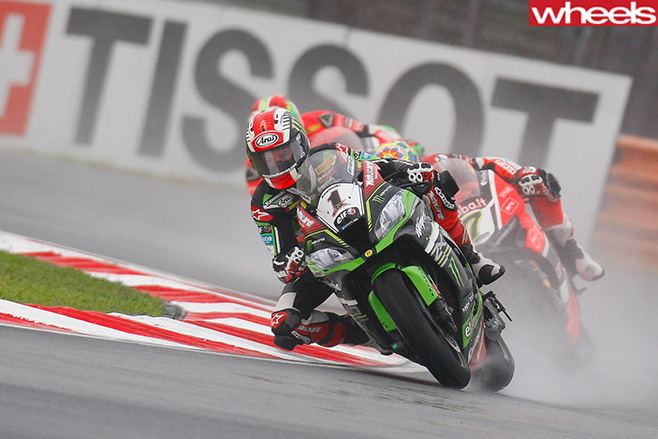 Rea -kawasaki -fights -against -Davies -Ducati