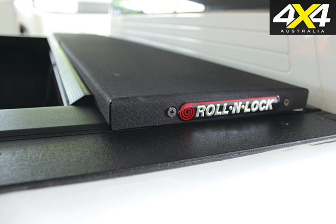 Roll and lock cover