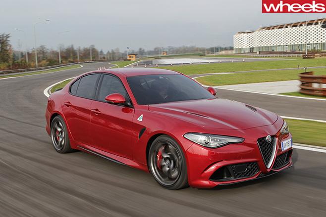 Alfa -Romeo _Quadrofoglio -front -side -driving