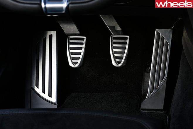 Alfa -Romeo _Quadrofoglio -accelator -pedal