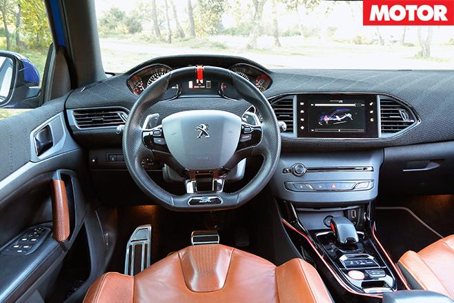 Peugeot 308 R Hybrid dash