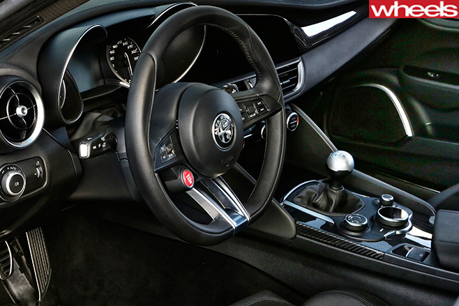 Alfa -Romeo _Quadrofoglio -interior
