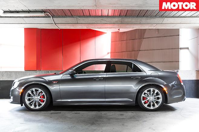 Chrysler 300 SRT side