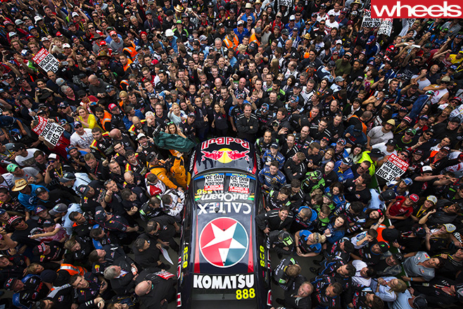 Crowd -with -V8-Supercars