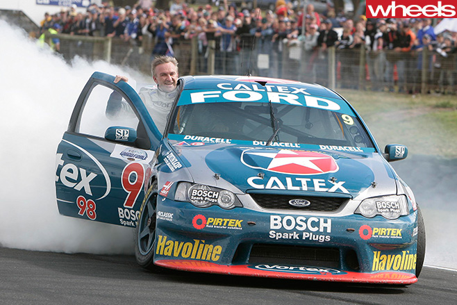 Ford -V8-Supercars -smoking -tyre