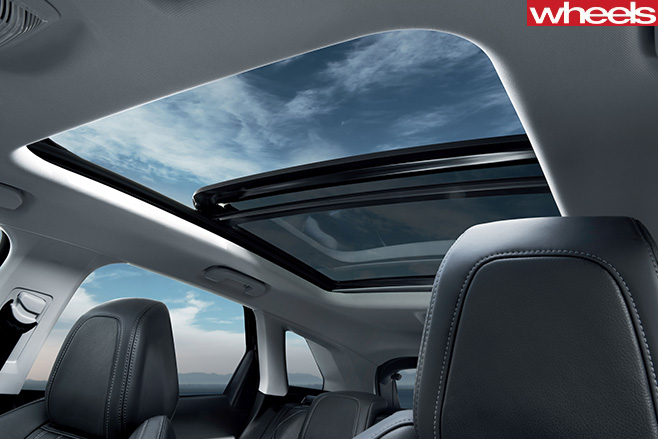 Peugeot -3008-sunroof
