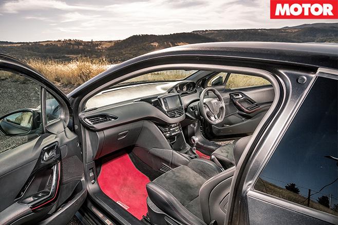 Peugeot 280 interior