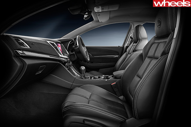 Clubsport -R8-SV-black -interior