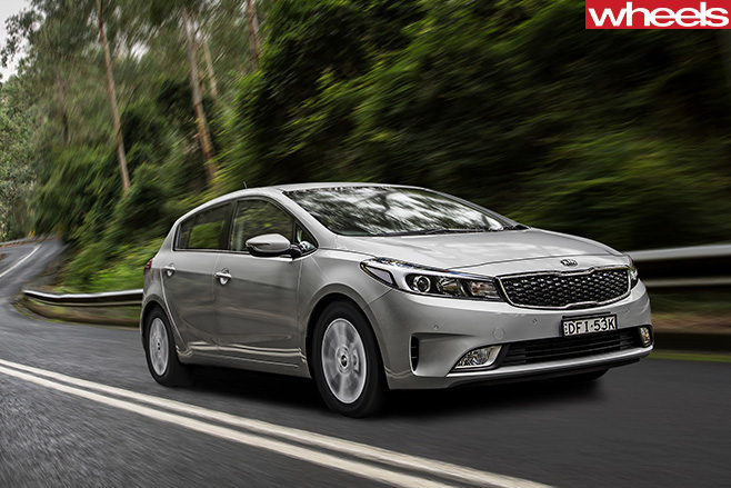 Kia -Cerato -front -side -driving-