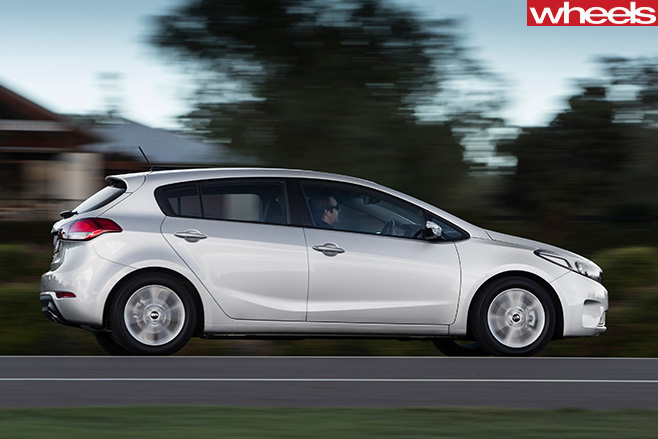 Kia -Cerato -side -driving