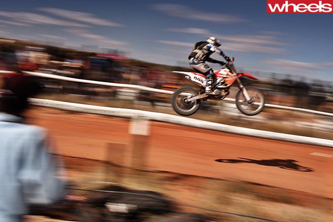 Man -racing -motorbike -jump -Finke -desert -race