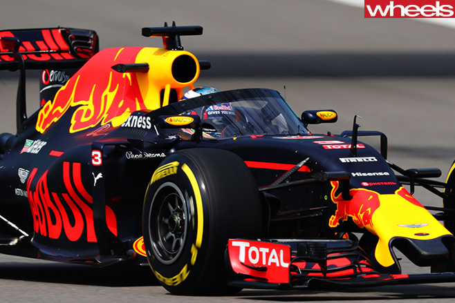 Red -Bull -F1-racing -car -with -halo -front -side