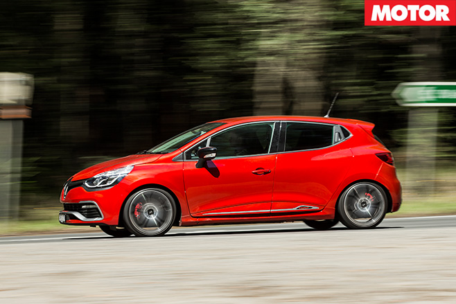 Renault Sport Clio Trophy side driving