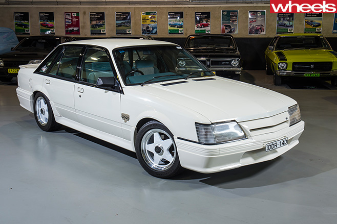 Holden -Commodore -White -front -side