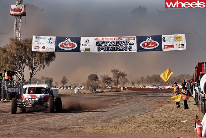 Finke -Desert -Race -start -finish -line