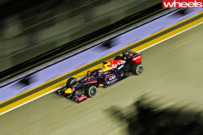 Daniel -Ricciardo -F1-racing -around -circuit -top