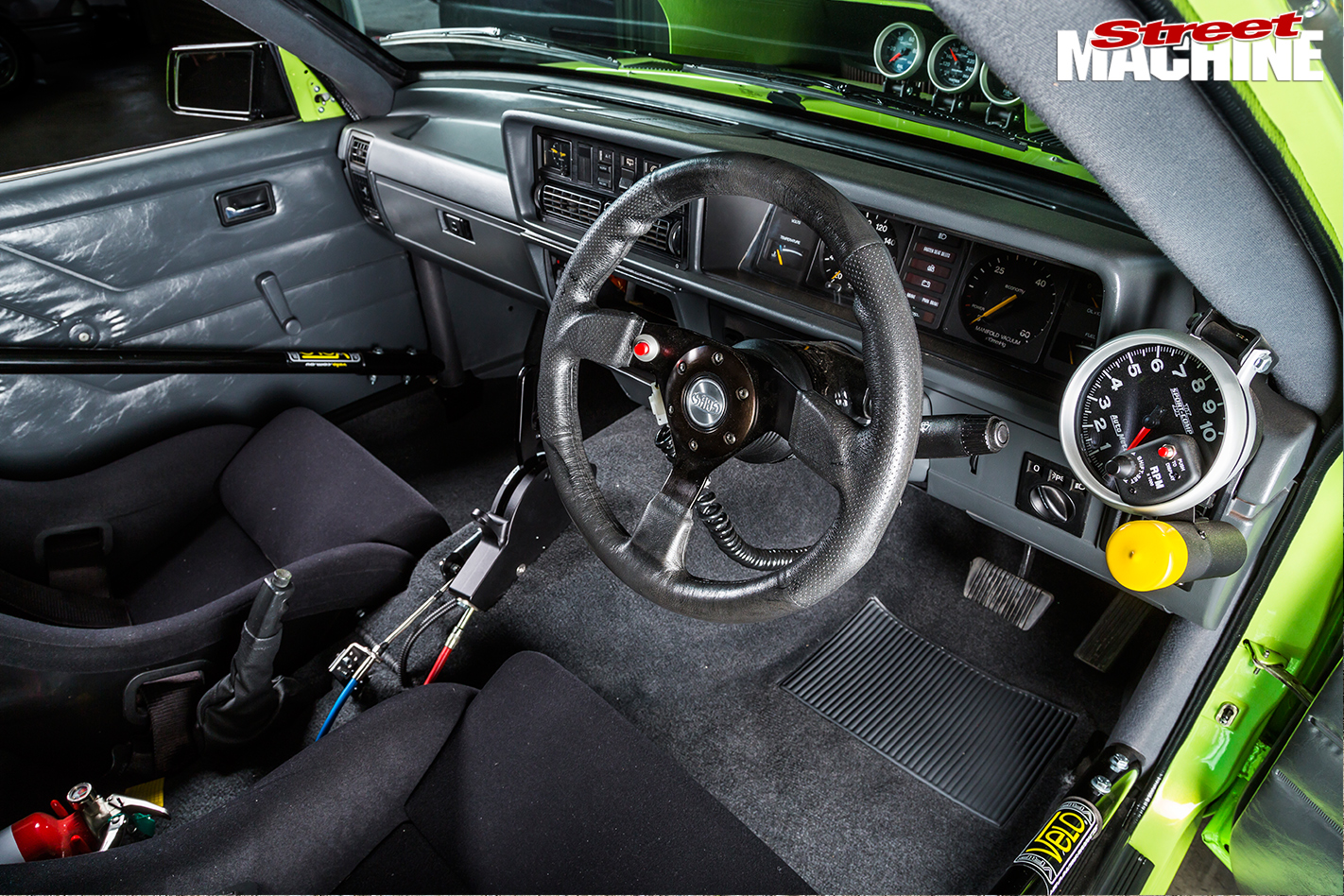 Holden -VH-Vacationer -Wagon -interior -dash