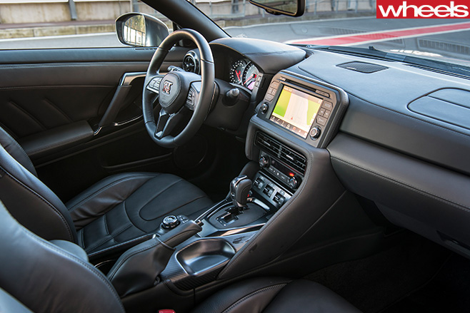 Nissan -GT-R-interipr
