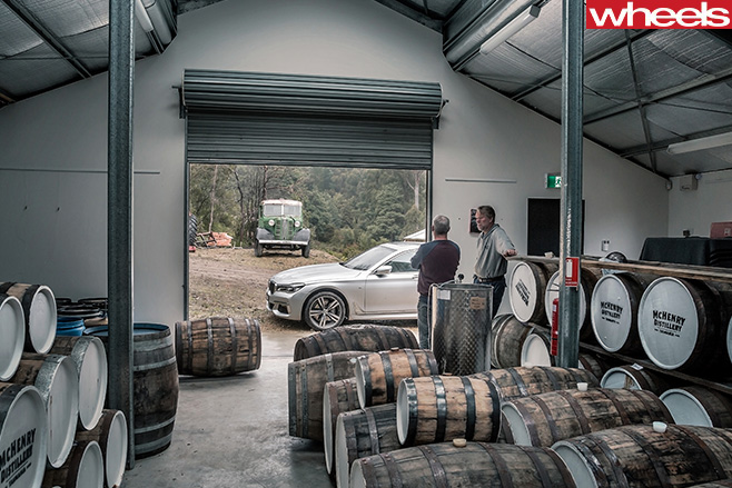 Whisky -Distillery -inside