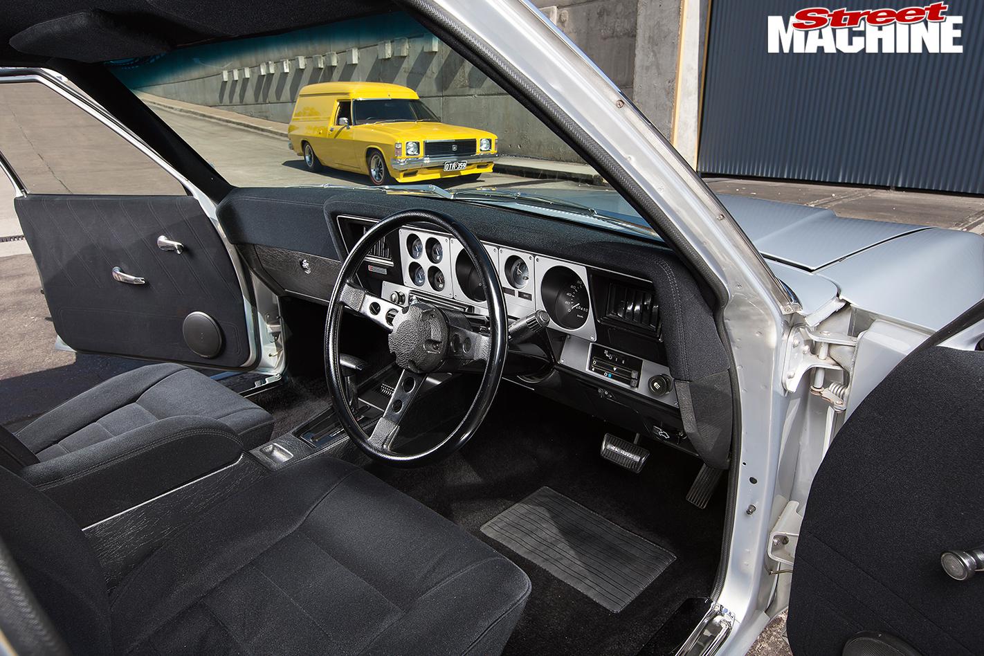 Holden -HX-Sandman -interior -dash