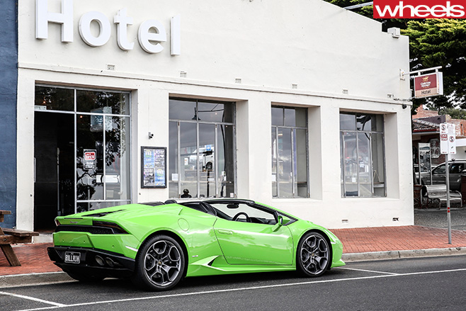 Lamborghini -Huracan -Spyder -side -parked