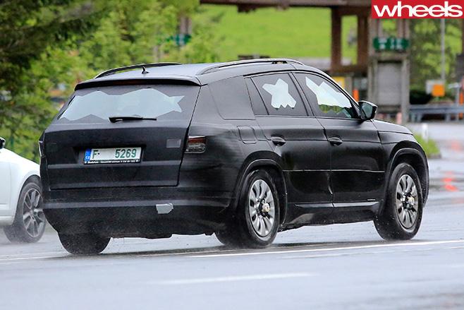 Skoda -Kodiaq -side -rear -driving