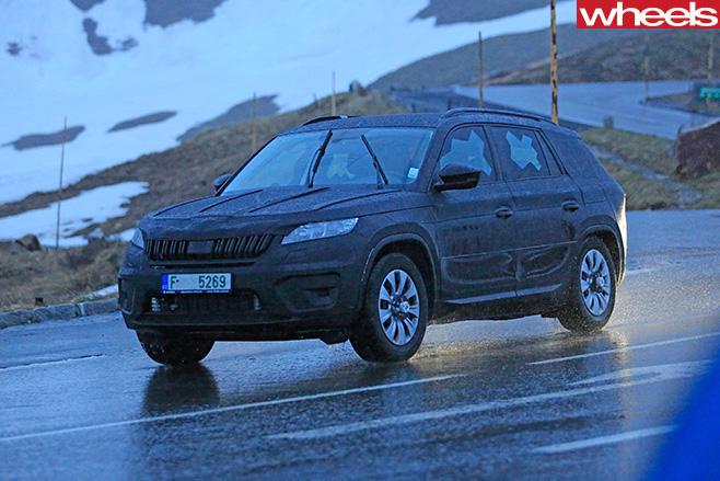 Skoda -Kodiaq -front -side -driving -in -snow
