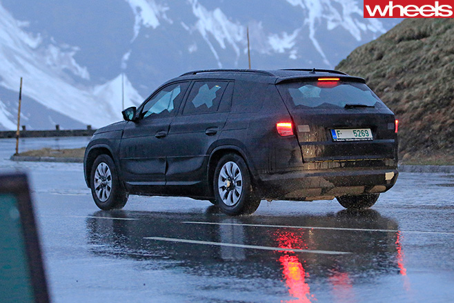 Skoda -Kodiaq -rear -side -driving -in -snow