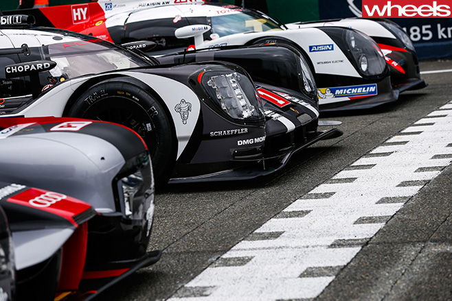3-Le -Mans -cars -at -start -line