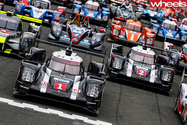 Le -Mans -24-hour -race -cars -start