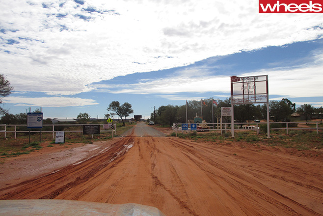 Mazda -BT-50-driving -road -Finke -Desert -Race