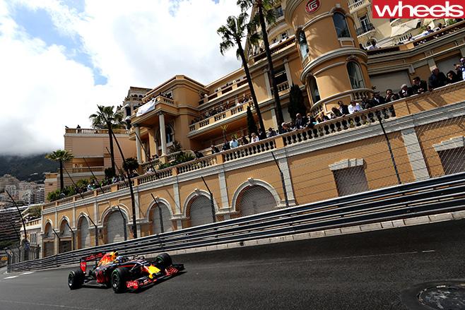 Daniel -Ricciardo -racing -Monaco