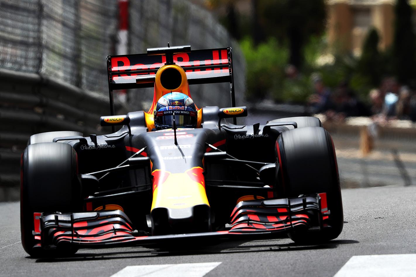 Daniel -Ricciardo -racing