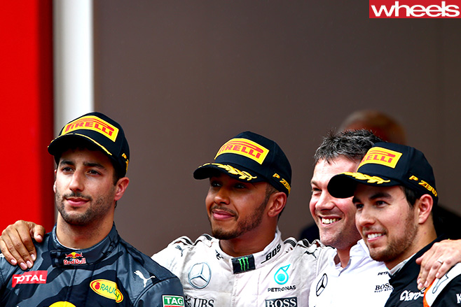 Daniel -Ricciardo -shakes -hands -with -Lewis -Hamilton-
