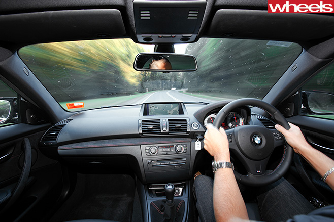 BMW-1M-interior -driving